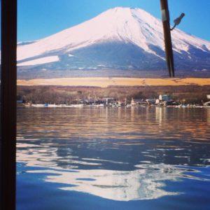 山中湖に映る富士山