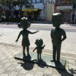 磯野家の像