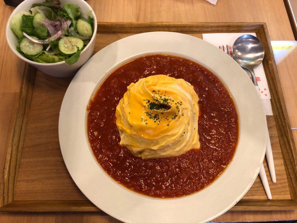熱海プリン食堂のトマトソースのオムライス