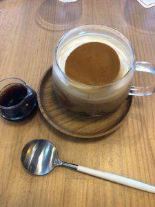 熱海プリン食堂のプリンのコーヒーフロート